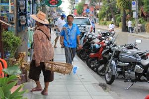 Street vendors in Patong